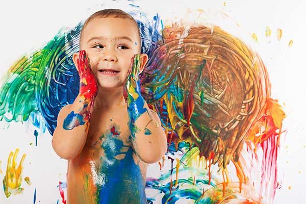 เด็กเล่นสี เลอะเทอะ